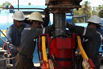 Le pétrole commence la semaine en légère hausse)