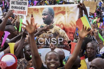 Mali Un ex-officier désigné pour conduire la transition sous ascendant militaire)