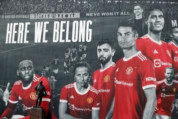 Cristiano Ronaldo prêt à faire ses débuts avec Manchester United)