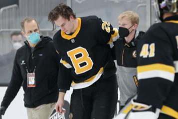 Bruins de Boston Brandon Carlo à l'écart du jeu «pour un bon bout de temps»)