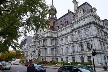 93 cas de COVID-19 à la Ville de Montréal)