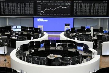 Les marchés européens limitent leurs pertes, la technologie pèse sur WallStreet)