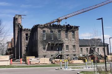 Incendie Le palais de justice de Roberval serait une perte totale, selon la SQ)