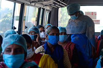 Les attaques contre les travailleurs de la santé se multiplient)