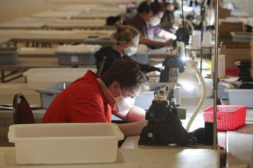 COVID-19: le Québec a récupéré la moitié des emplois perdus)