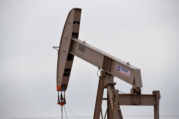 Le pétrole hésite à la clôture après un rapport sur les stocks américains