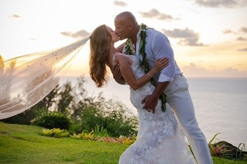Dwayne «The Rock» Johnson se marie à Hawaii