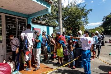 Réfugiés vénézuéliens  La Colombie va provisoirement régulariser un million de migrants )