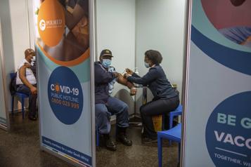 L'Afrique du Sud veut instaurer un passeport sanitaire)