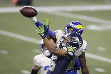 La défensive des Rams brille dans un gain de 30-20)