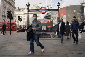 COVID-19 Londres «surveille de très près» un sous-variant du Delta