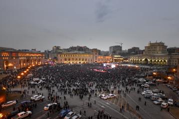 Meurtrie par la guerre, l'Arménie en proie aux troubles politiques)