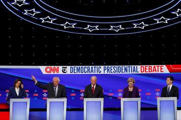 Les candidats démocrates unis contre Trump, Biden sur la défensive