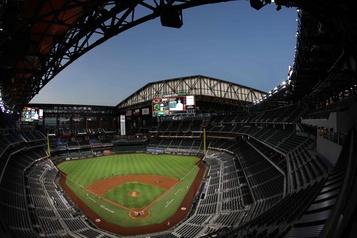 MLB Environ 11500partisans pourront assister à des matchs de séries au Texas)