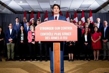 Les libéraux promettent de bannir les armes d'assaut