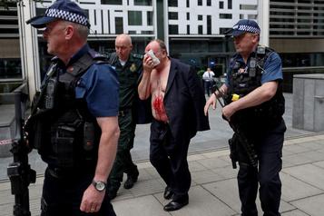 Un homme poignardé devant le ministère de l'Intérieur à Londres