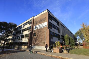Enseignant visé par des allégations de racisme Départ du directeur de l'école Henri-Bourassa)