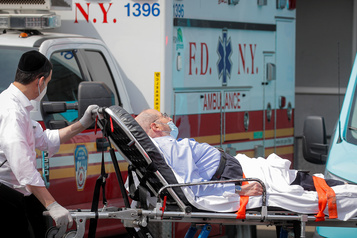 État de New York  Plus de 1000 cas quotidiens de COVID-19, une première depuis juin)