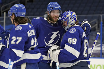 Le Lightning blanchit les Hurricanes 3-0)
