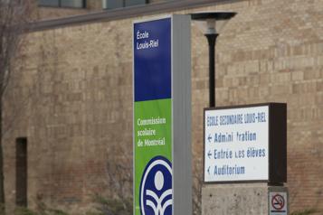 Décès d'une élève du secondaire Des militants antivaccins interpellent des élèves en deuil)