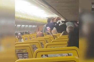 Une altercation éclate dans un avion de Ryanair)