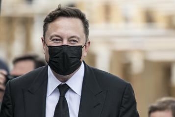 Cryptomonnaies De «faux» Elon Musk ont volé 2millions de dollars dans des arnaques )