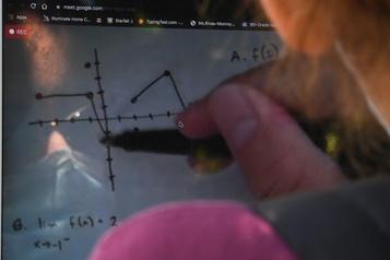 Les inscriptions dans les écoles virtuelles montent en flèche)