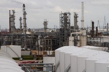 Les cours du pétrole remontent au lendemain d'une forte chute)