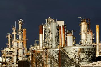 Le pétrole se replie avec la hausse des stocks américains de brut)
