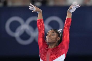 Gymnastique Simone Biles, longtemps intouchable et soudain fragile)