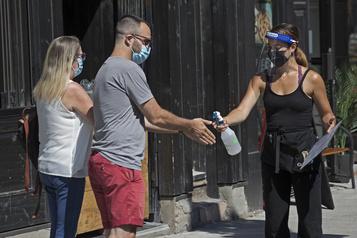Sondage Les Canadiens très favorables au masque dans les lieux publics)