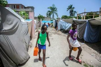 Haïti Dix jours après le séisme, les sinistrés entre résignation et résistance)