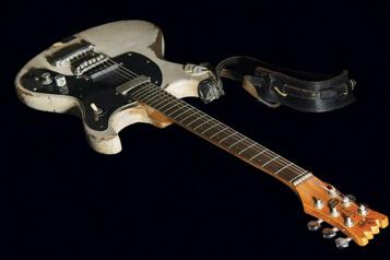 Une guitare de Johnny Ramone vendue pour plus de 900000$)