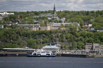 Traverse Québec-Lévis  Deux employés atteints de la COVID-19)