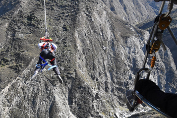 Catapulte humaine aupays dubungee àQueenstown)