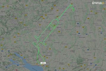 Allemagne Un pilote trace une seringue géante dans le ciel)