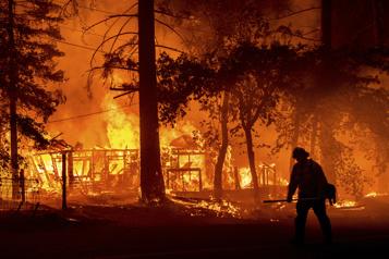 Californie Des pompiers font équipe pour mieux combattre les incendies ravageurs)