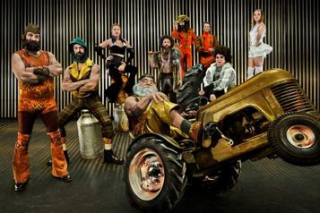 Le Cirque Alfonse en ouverture de Montréal Complètement Cirque)