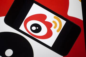 Le géant chinois de l'internet Sina veut quitter le NASDAQ)