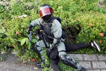 Hong Kong: tirs de balles en caoutchouc face à des militants radicaux