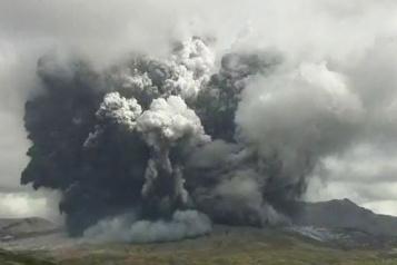 Japon Le volcan Aso entre en éruption