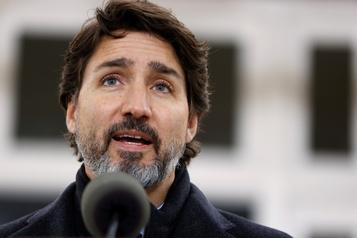 Vaccin contre la COVID-19 Trudeau garde le cap sur le début de 2021)