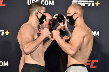 UFC: Barrriault bat Piechota par K.-O. technique)