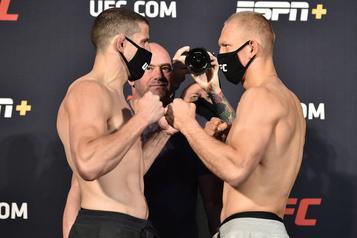 UFC: Barrriault bat Piechota par K.-O. technique)