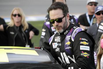 NASCAR: le pilote Jimmie Johnson est déclaré positif à la COVID-19)