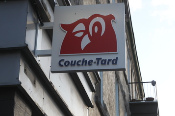Couche-Tard réfute les critiques sur son assemblée)