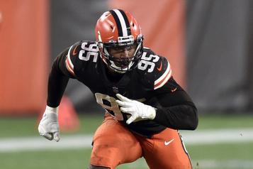 Browns de Cleveland Myles Garrett se remet de la COVID-19 et s'approche d'un retour au jeu)