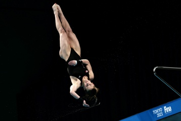 Plongeon Caeli McKay remporte le bronze au 10m)