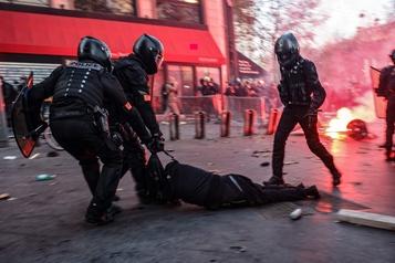 Macron admet qu'il y a des «violences policières»)