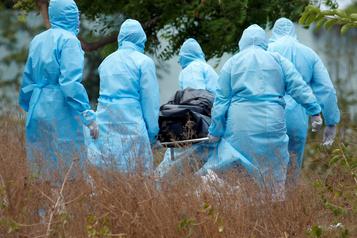 La pandémie de la COVID-19 poursuit ses ravages
